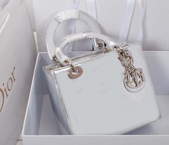 Lady Dior Mirror 286467-c089bd196da9914e42cbe566f236fb37-1024-1024